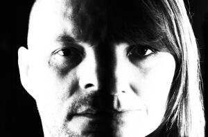 Photomontage en noir et blanc en portrait quasi fusionné des visages de Nathallie Hug & Jérôme Camut