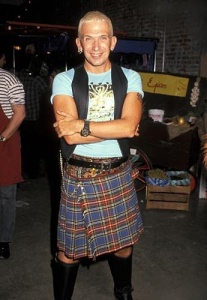 Photo de Jean-Paul Gaultier portant un kilt