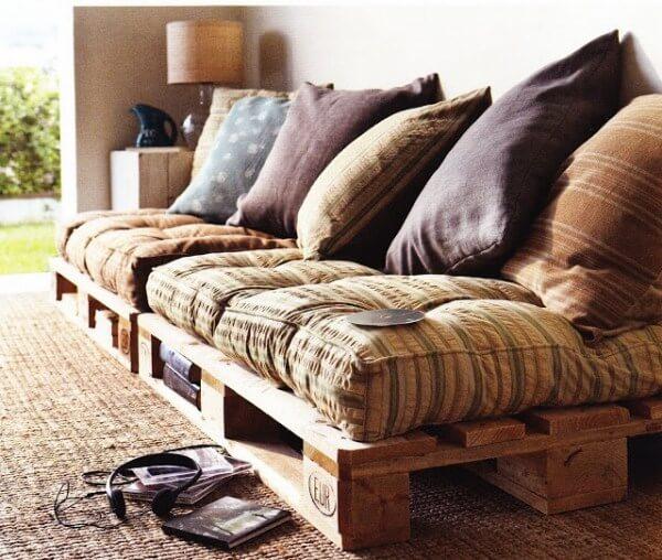 petits meubles en palettes de r cup 39 lila sur sa terrasse. Black Bedroom Furniture Sets. Home Design Ideas