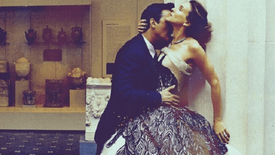 Photo de Mister Big enlaçant Carrie Bradshaw de la série Sex and the City