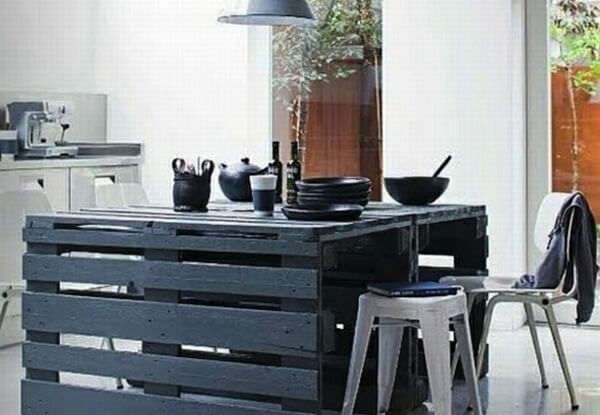 petits meubles en palettes de r cup 39 lila sur sa terrasse. Black Bedroom Furniture Sets. Home Design Ideas