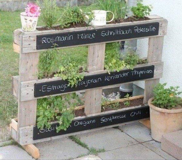 Petits meubles en palettes de r cup 39 lila sur sa terrasse for Meuble jardin palette